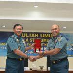 Kasum TNI Berikan Kuliah Umum kepada 294 Mahasiswa STTAL